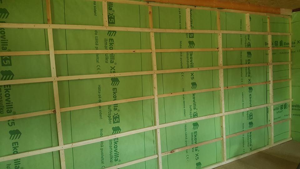 Isolering av innerväggar i en utbyggnad, Vitå