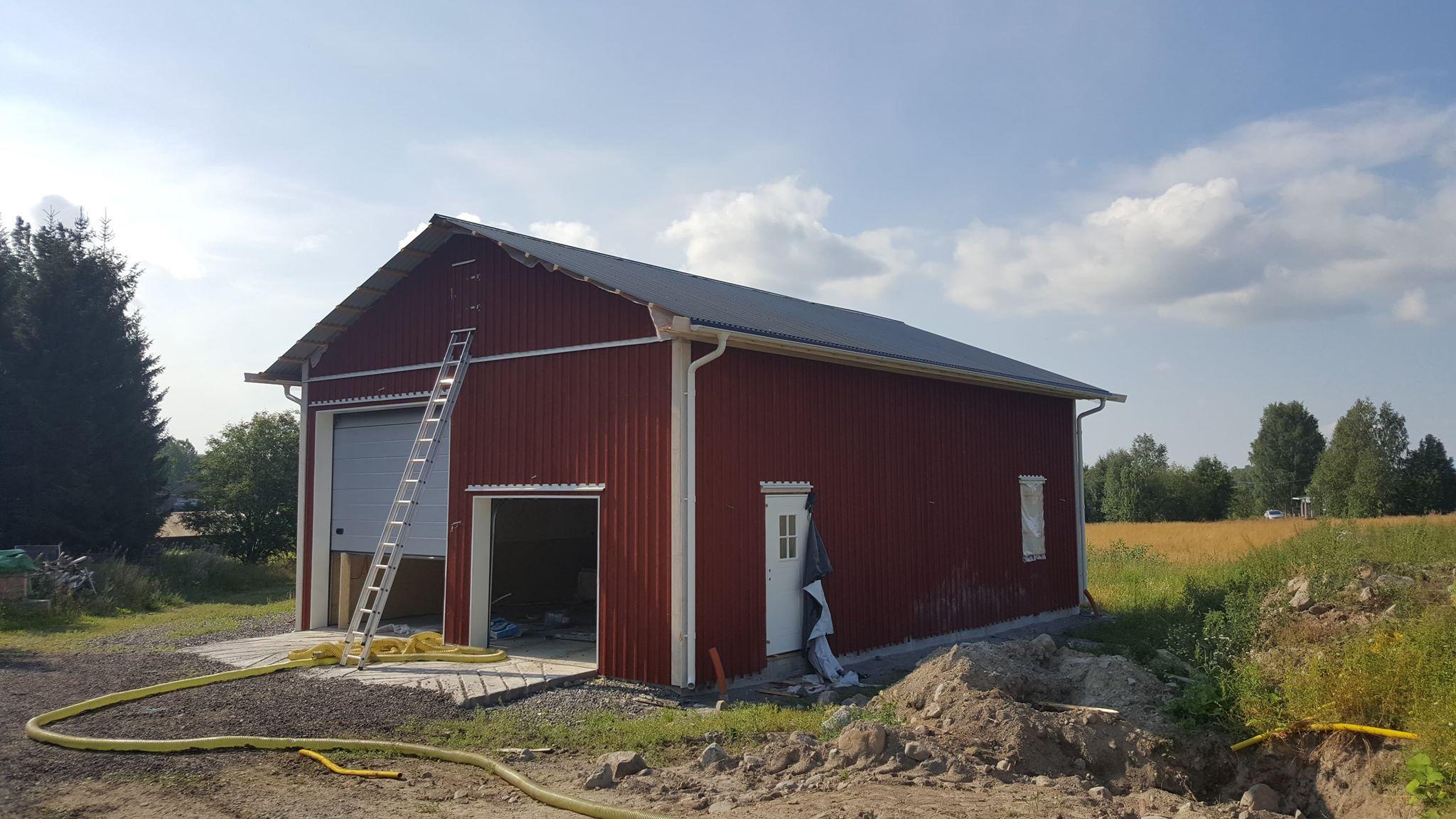 Isolering med cellulosaisolering av öppet vindsbjälklag Luleå