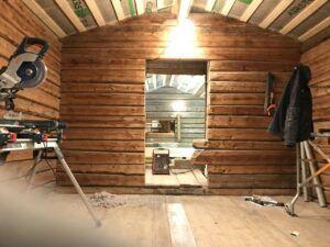 Isolering av ett timmerhus i Boden
